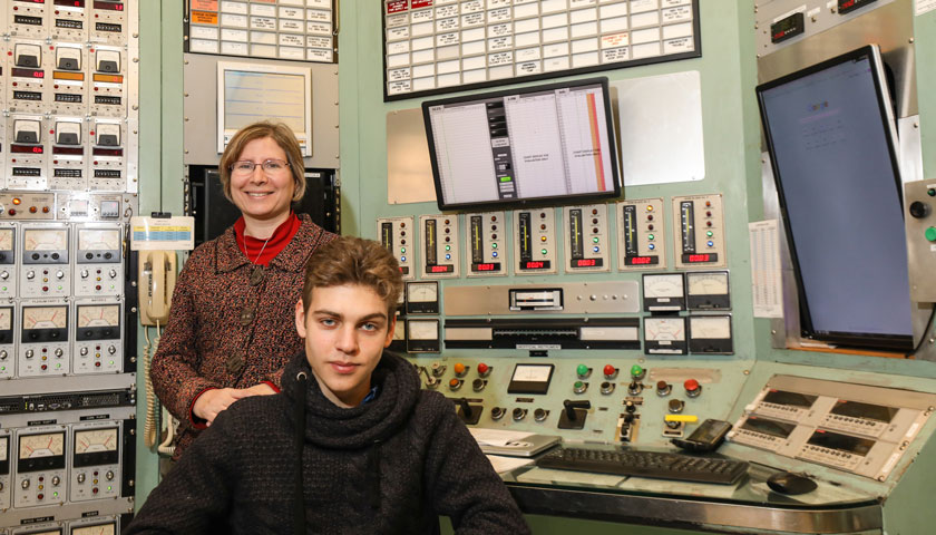 Aleksey Demidenko and Professor Lisa Shatz at the MIT Nuclear Reactor Lab